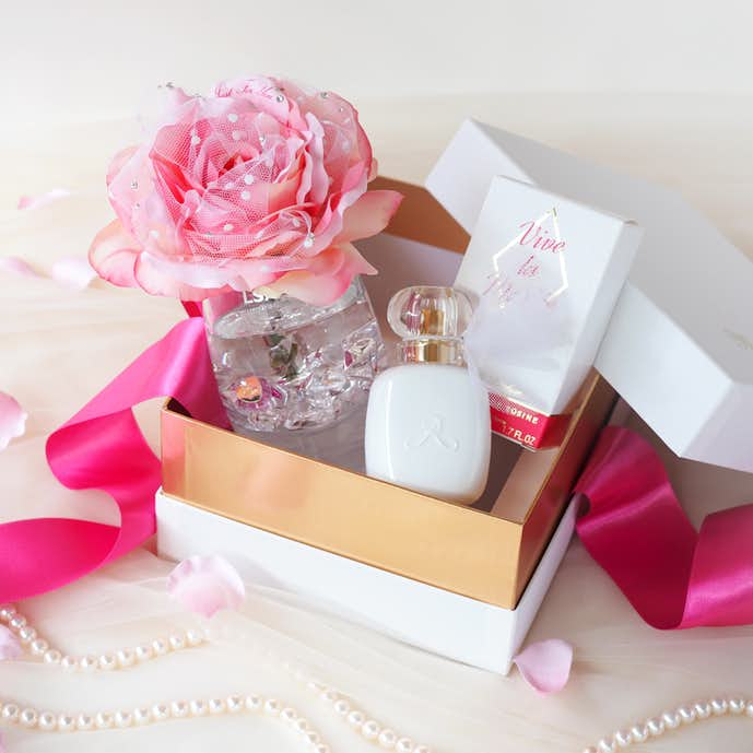 40代50代の奥様へのクリスマスプレゼントはフレグランスローズ(香り付きバラ)