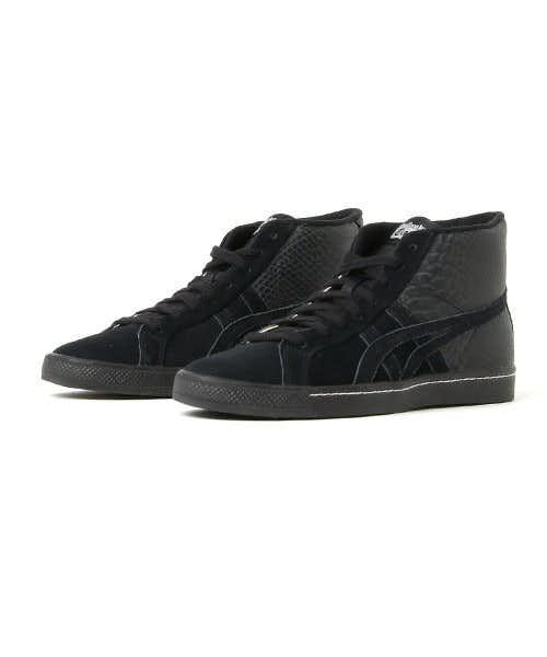 黒のスニーカー