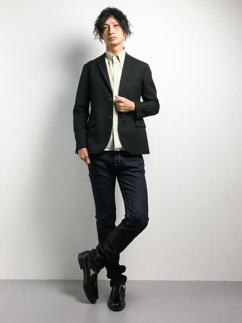 ベージュシャツとジャケットのメンズコーデ