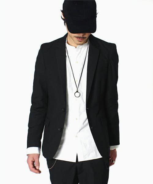 コーデで使われている黒テーラードジャケット