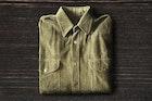 カーキシャツのメンズコーディネート特集。誰でも似合うおしゃれ着こなしとは   Smartlog