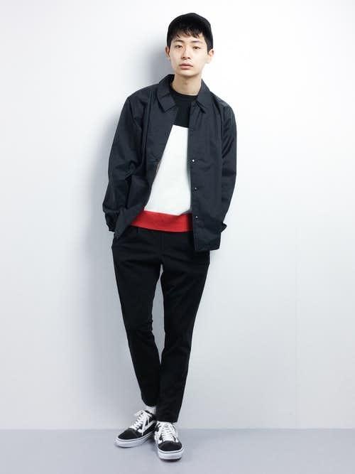 黒ナイロンジャケットとボーダーTシャツ