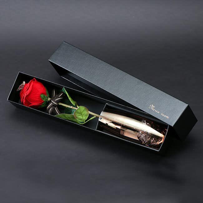 予算2万円のクリスマスプレゼントに一輪のバラの花.jpg