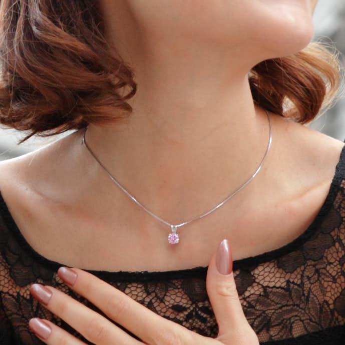 彼女の誕生日にピンクダイヤモンドネックレスをプレゼント.jpg