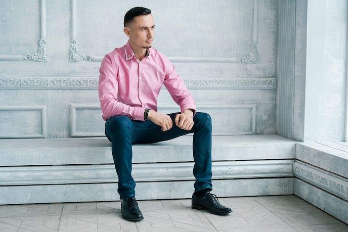 ピンクシャツのおしゃれメンズコーディネート