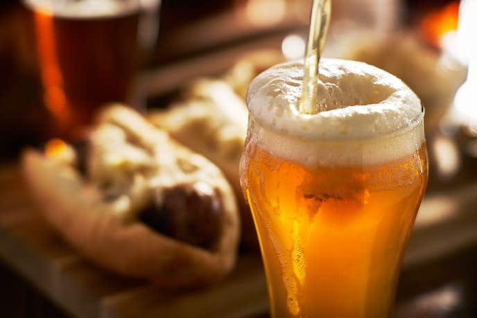 缶ビールが美味しくなる正しい注ぎ方