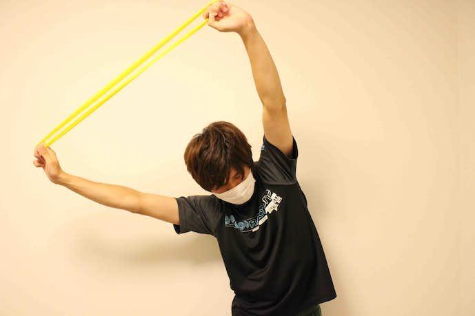 タオル・トレーニングチューブを使って行うストレッチ