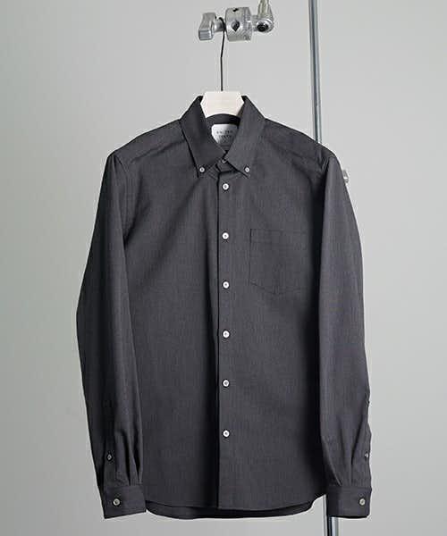 UNITEDTOKYOのダークグレーのシャツ