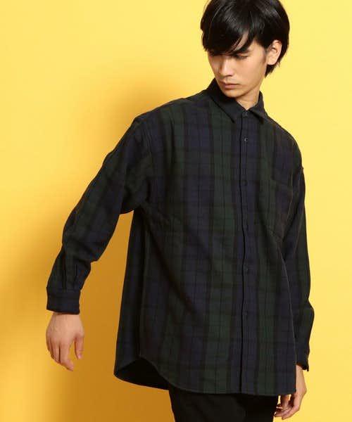 ダークグリーンのチェックシャツ