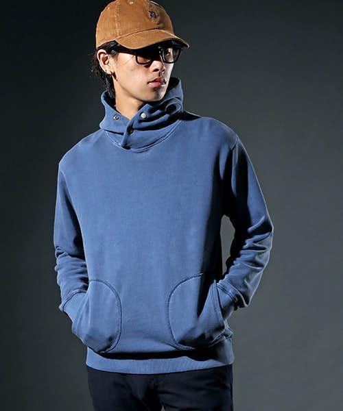 青のプルオーバーパーカー