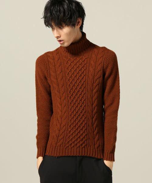 茶色のケーブルニット編み