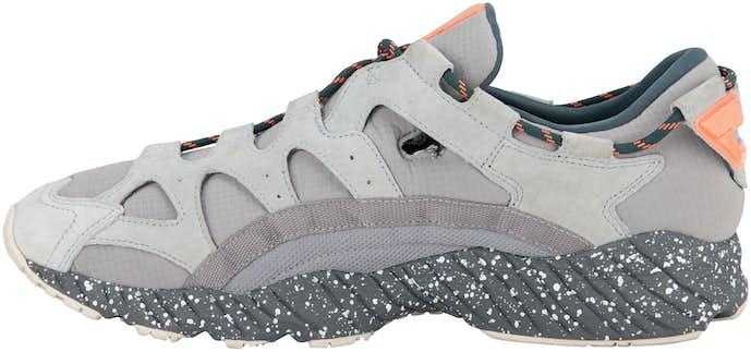 差し色が印象的な靴