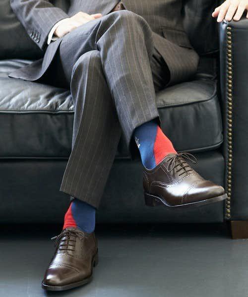 スーツスタイルにも様になるデザイン