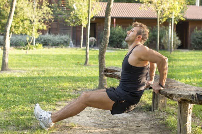 上腕三頭筋を効果的に鍛えられる自重トレーニングメニュー