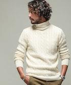 白タートルネックのメンズ着こなし術。秋冬におすすめの重ね着コーデとは | Smartlog