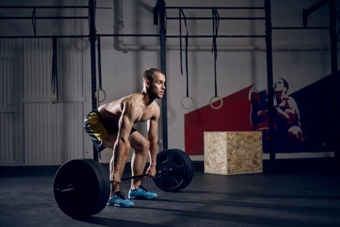 背筋の効果的な筋トレ方法「デッドリフト」