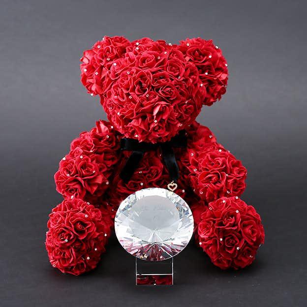 クリスマスの特別な花束のプレゼントは300輪のテディベア