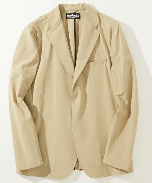 ベージュのテーラードジャケット