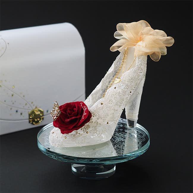 クリスマスにシンデレラの靴と造花をプレゼント
