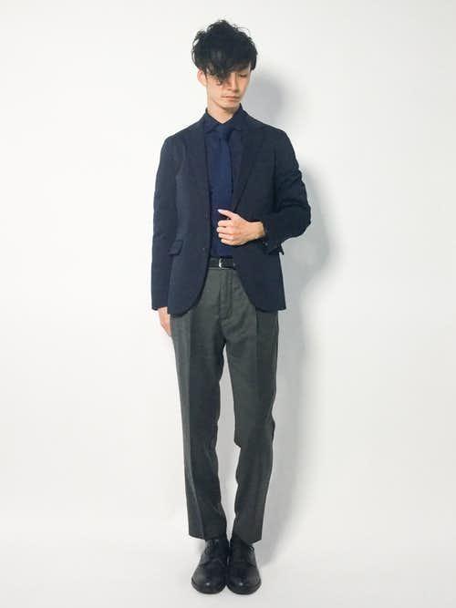 黒ジャケット×ネイビーシャツのメンズコーディネート