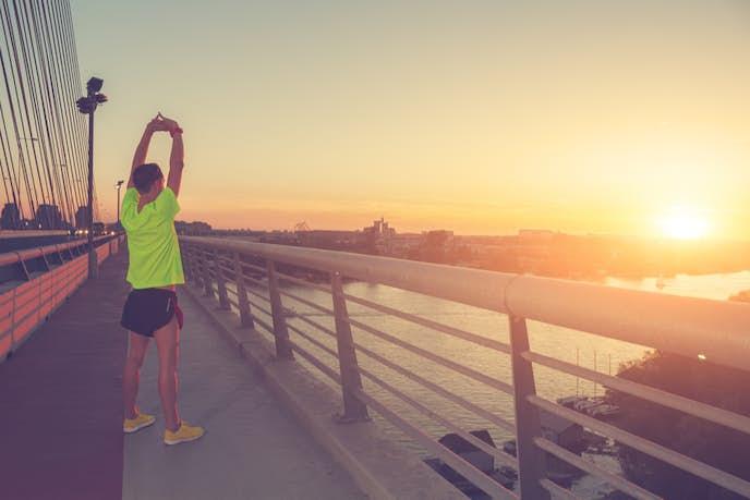 背筋のストレッチ方法を解説