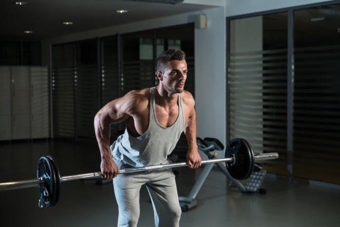 背筋の効果的な鍛え方「ベントオーバーローイング」