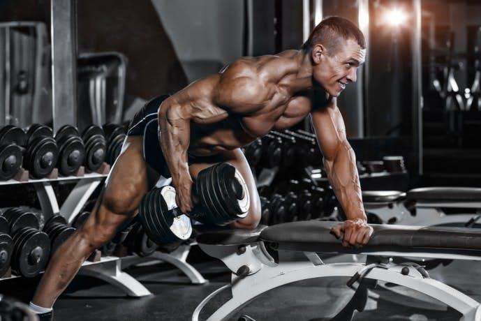 ダンベルを使った背筋のトレーニング「ワンハンドローイング」
