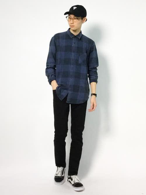 ネイビーチェックシャツ×スキニーデニムのメンズコーデ