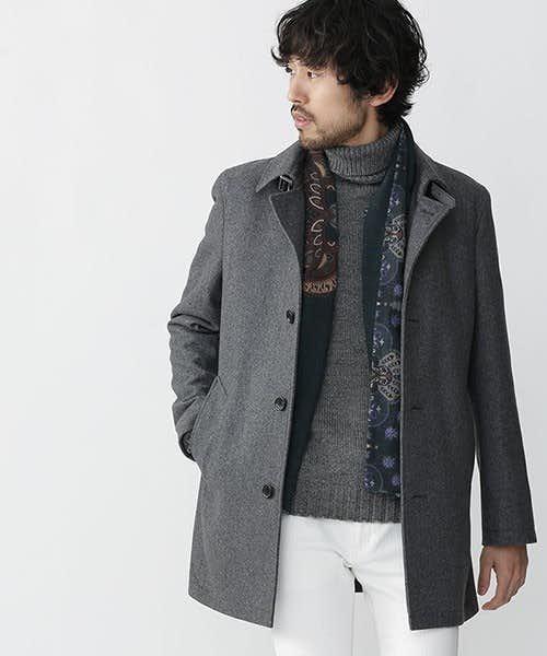 グレーのステンカラーコート