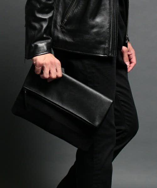 素材を2つに切り替えたデザインのバッグ