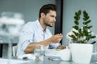 イケメンでも許されない。女性が1番嫌いな食事マナーって何だと思う?   Smartlog