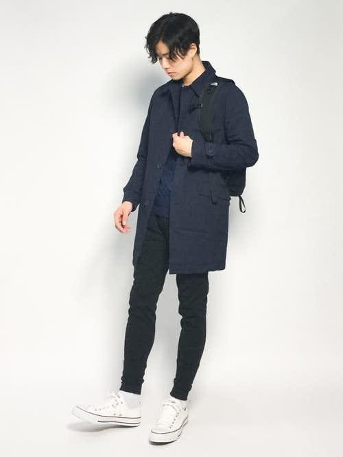 ステンカラーコートとリュックの冬コーデ