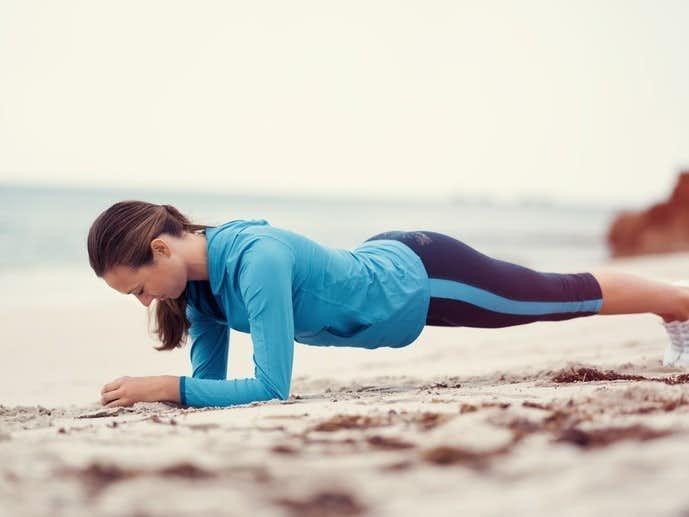 腹直筋を鍛えられる「ヒップリフトブリッジ」トレーニング