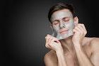 ぶっちゃけ顔を近づけるのも嫌!清潔感ゼロの「肌荒れ男子」になってない? | Smartlog