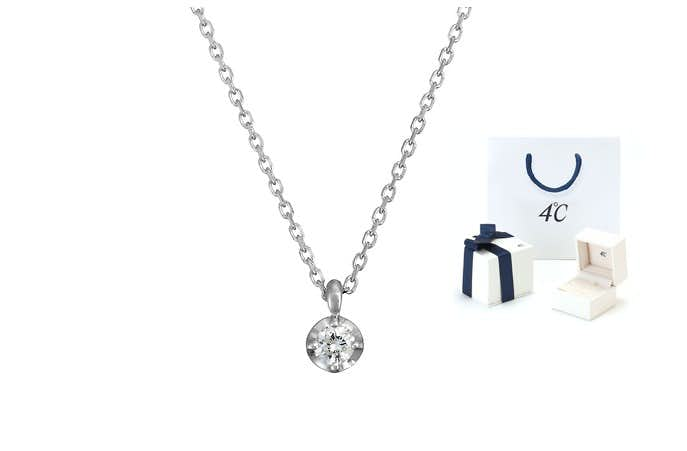 女性へのクリスマスプレゼントにフ一粒ダイヤモンドネックレス.jpg