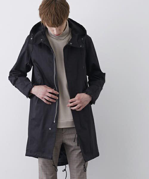 ミニマルなデザインのモッズコート