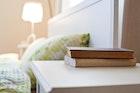 おしゃれなサイドテーブル8選。ベッドやソファが引き立つ名脇役を隣に | Smartlog
