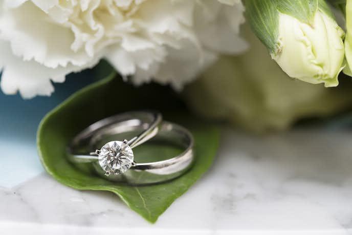 彼女に指輪のプレゼント