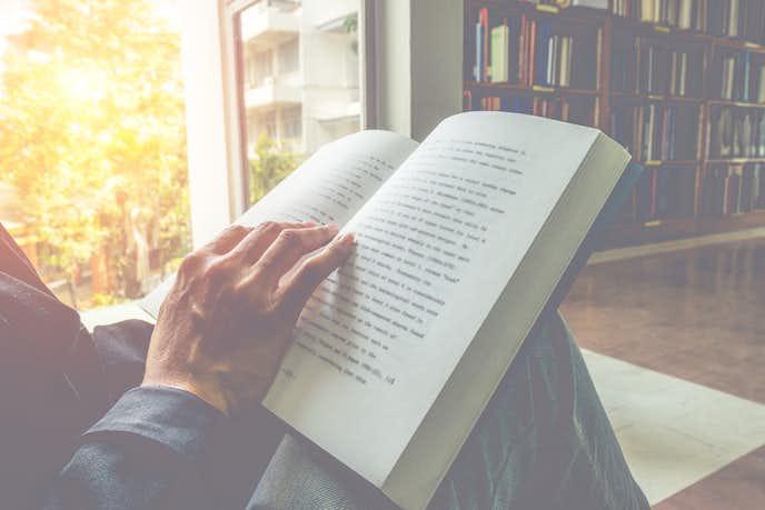敬老の日のプレゼントは読書用の拡大鏡