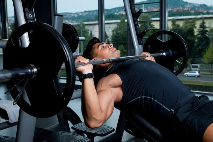 大胸筋下部を鍛えられるバーベルトレーニング