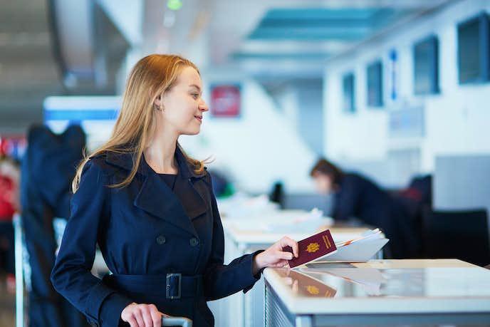エポスプラチナカードの特典で空港ラウンジ同伴者無料