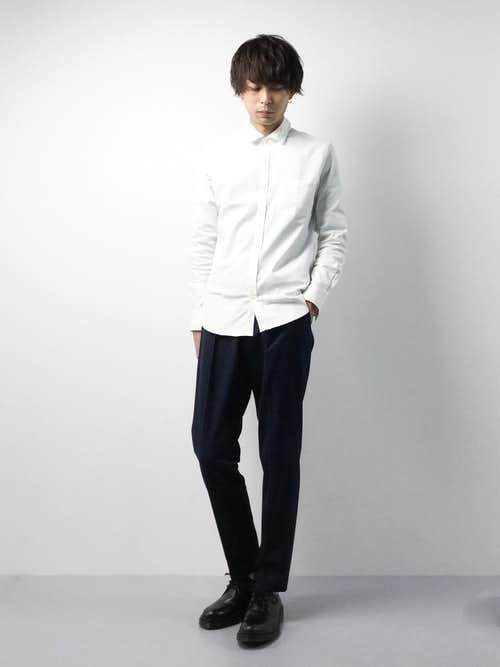白シャツのモノトーンコーデ
