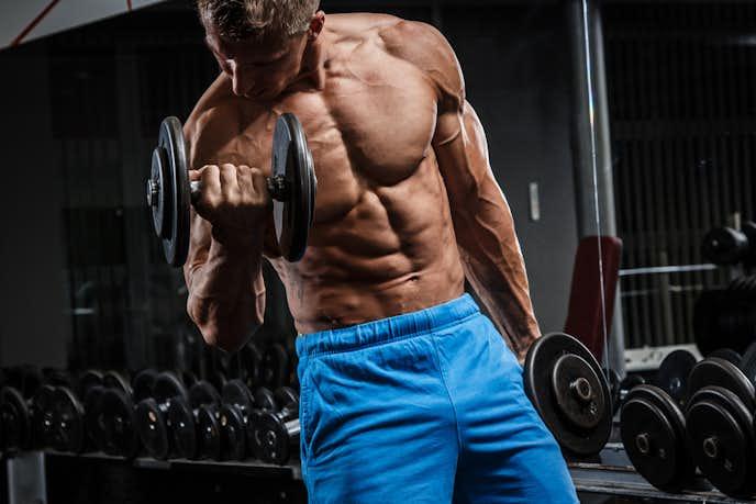 大胸筋下部を鍛えられるダンベルトレーニング
