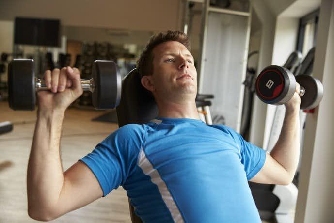 大胸筋を効果的に鍛えられるダンベル筋トレメニュー
