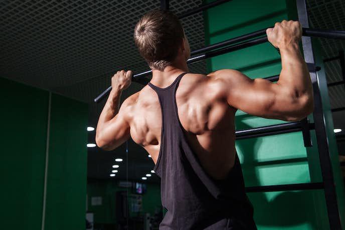最も効率よく背筋を鍛えられる懸垂トレーニング