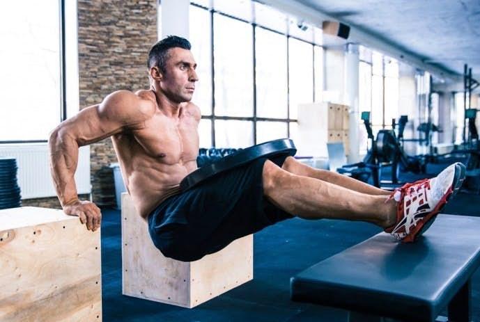 上腕三頭筋を鍛えられるトレーニングメニュー