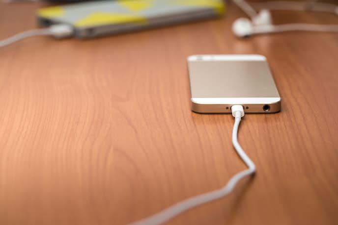 小型軽量で持ち運びやすいモバイルバッテリー