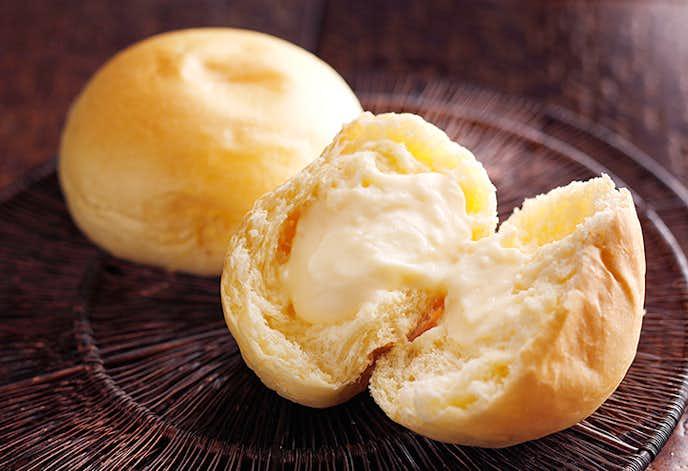 女性へのお菓子のプレゼントに八天堂のクリームパン.jpg