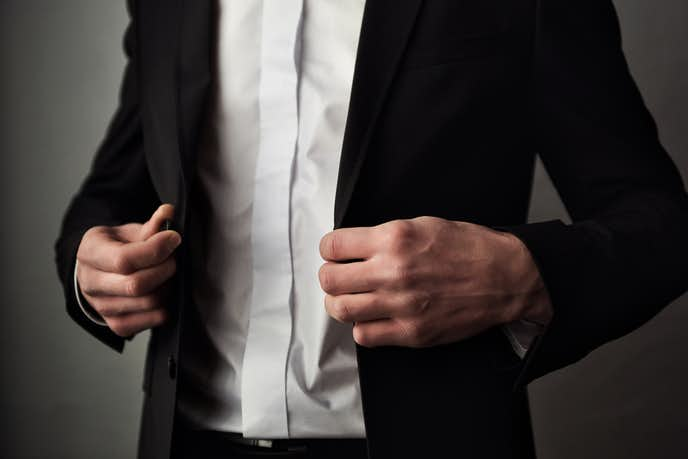 カジュアルすぎない服装を意識する