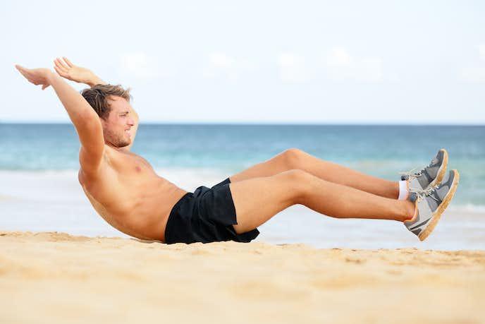 腹横筋を鍛えられるニートゥチェストトレーニング